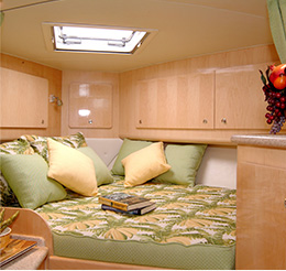 38-express-boat-room-img